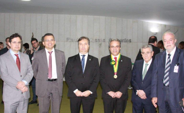 Autoridades do sistema de controle externo brasileiro prestigiaram a entrega da comenda ao conselheiro Edilson de Sousa